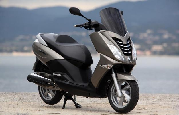 More accessible, nimble and easy to take in hands that the scooters of the GT category, Peugeot Citystar 125i is a scooter GT medium which today is proposed in a version with the many equipment.
