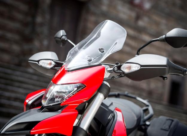 Ducati Hyperstrada 821: looks like a good sporting roadster