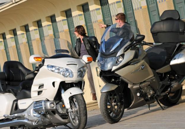 Comparative motorbikes BMW K1600GTL vs. Honda GL 1800 Goldwing: The regatta of the steps that nice