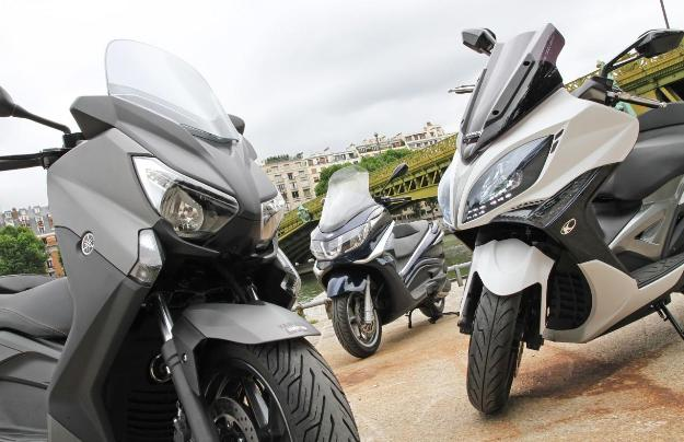 Comparative Yamaha X-Max 400, Piaggio X10 350 And Kymco