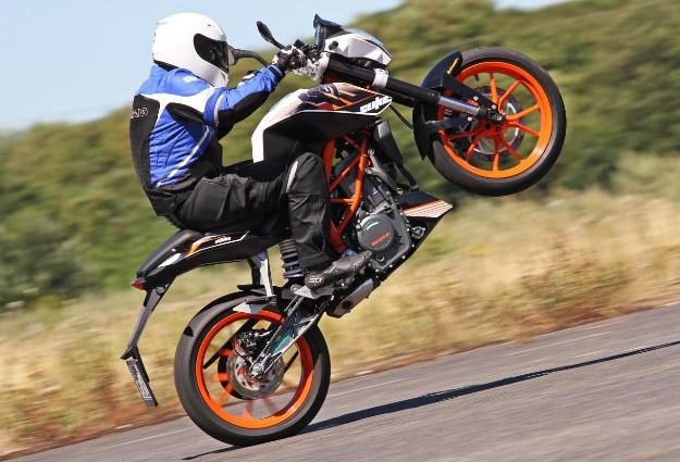 Comparative motorcycles Honda CB500F vs KTM Duke 390: Nice, small roadsters A2!