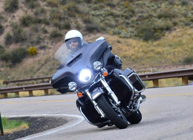 Test Harley-Davidson Electra Glide Ultra Classic Limited and 2014 Twin-Cooled Rushmore With water inside ... but not too much!
