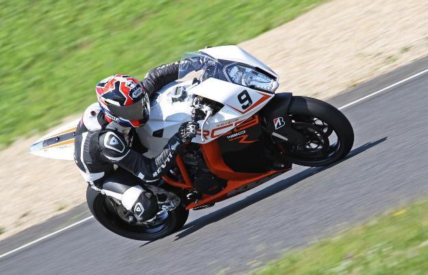 Test KTM 1190 RC8R 2013: much power full bike