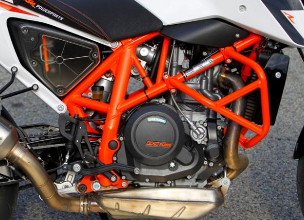 KTM 690 Duke R: sports program