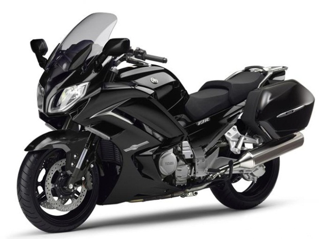 Yamaha FJR 1300 AE 2014: the 'missing link'