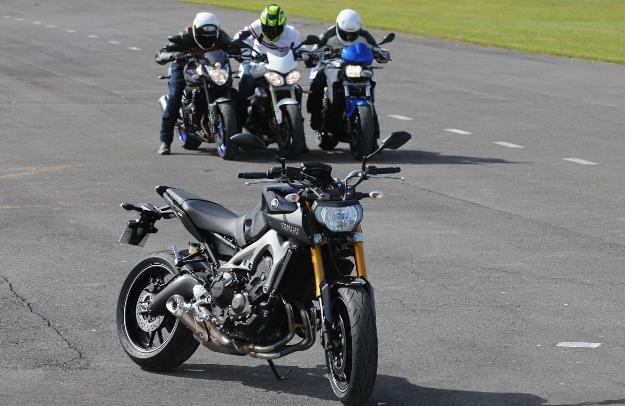 Comparative motorcycles Yamaha MT-09 vs. Triumph Street Triple 675 vs. BMW F800R vs. Yamaha FZ8: comparative 2014!
