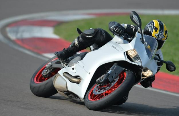Test Ducati Panigale 899: Discover the best bike