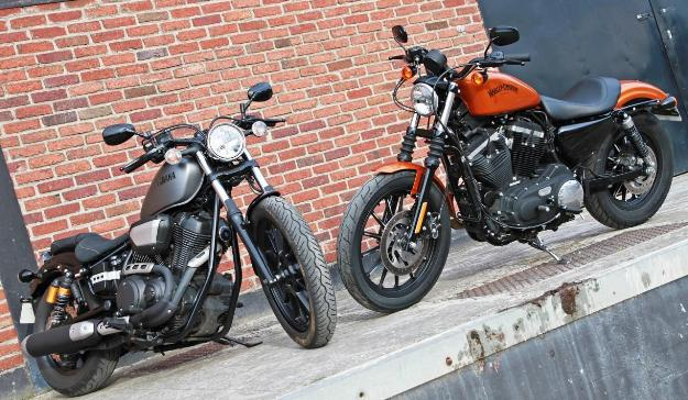 Comparative motorcycles Harley Davidson Iron 883 ABS vs Yamaha XV950R: Heavy metal or pop rock?