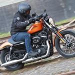 Comparative motorcycles Harley Davidson Iron 883 ABS vs Yamaha XV950R: Heavy metal or pop rock?