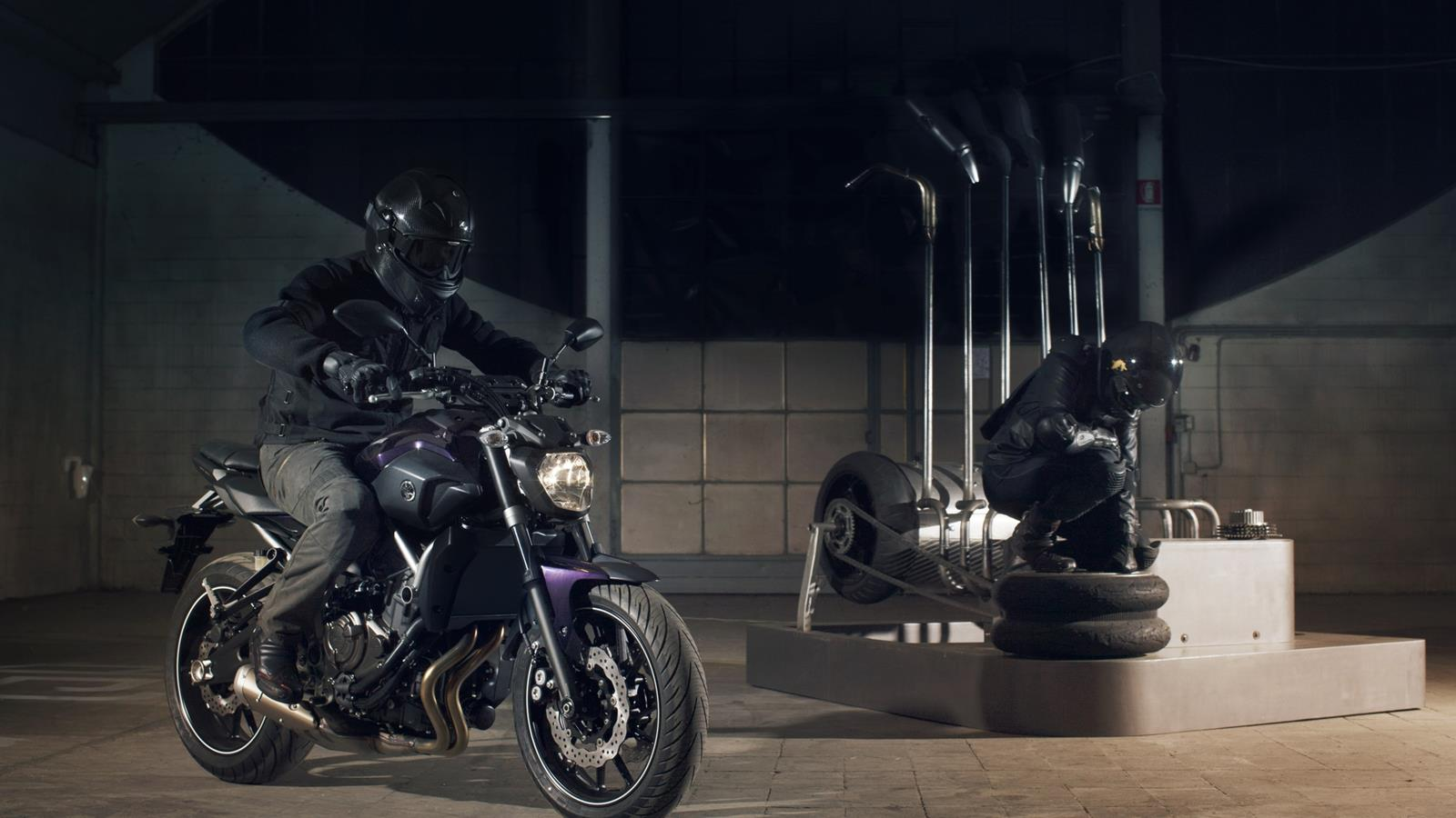 Yamaha MT 07 Deep Armor Action (1600 × 900)