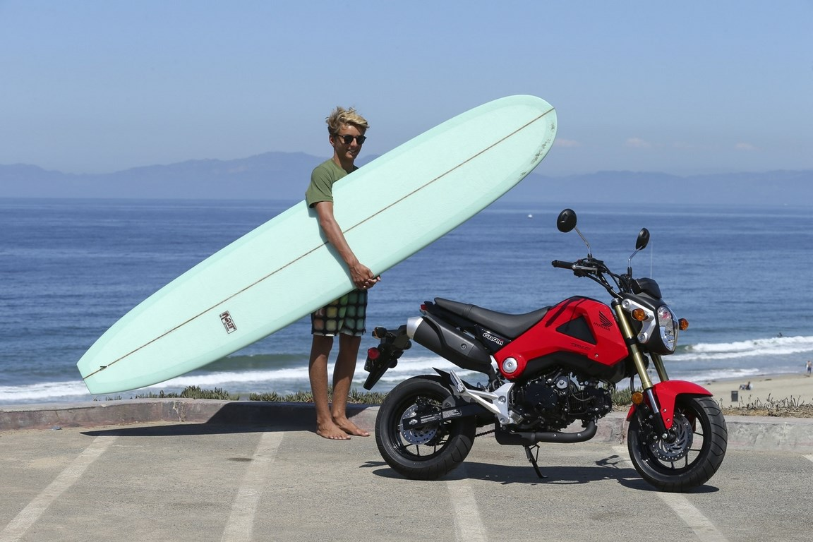 Honda Grom 125 on beach Wallpaper (1152 × 768)