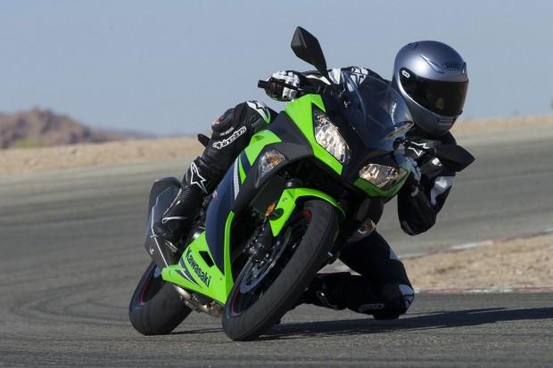 2014-Kawasaki-Ninja300 curve drive wallpaper (1152x768)
