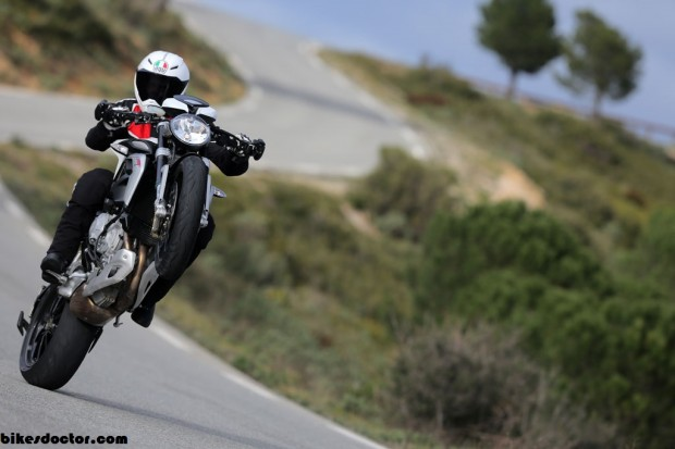 MV Agusta Brutale 800 Dragster Test  wallpaper (1024 × 683)