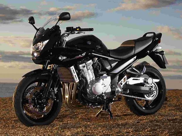 Suzuki_Bandit_1250SA at sea HD wallpaper (1600x1200)