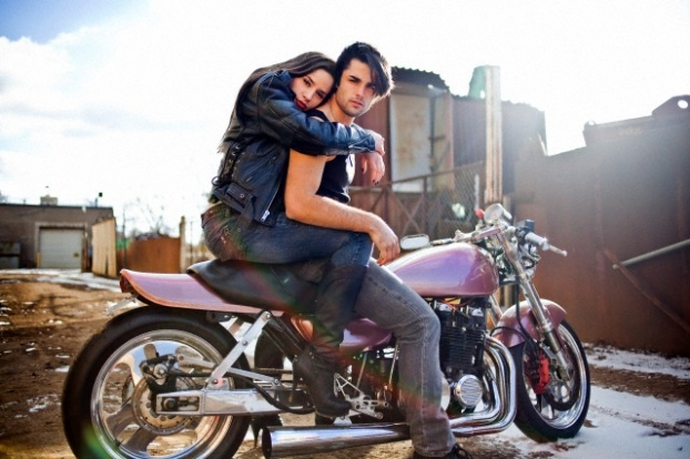 Valentinee couple riding motorcycle Picture (622 × 414)