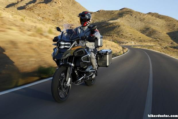 bmw-r1200-gs-adventure on highway  (1152 × 768)