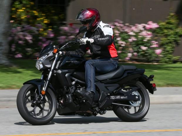 Honda CTX 700 aggressive riding wallpaper (1024 × 768)