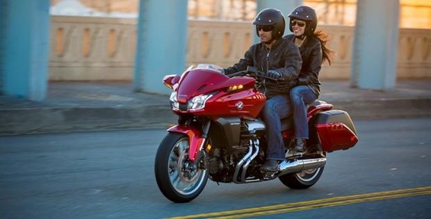 2014 Honda CTX1300 test couple drive (755x385)