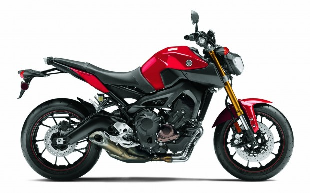 Yamaha-FZ9 red paint side view HD wallpaper (2000 × 1247)