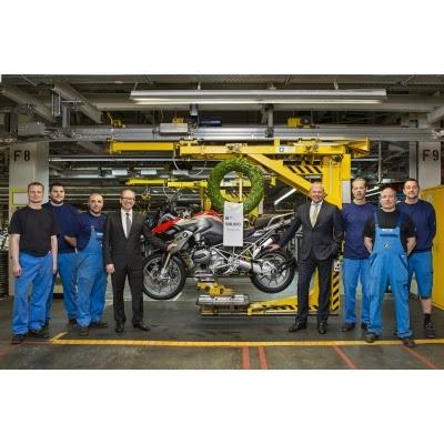 BMW GS Motorrad factory celebrates prodcution 500000th Boxer powered motorcycle photo