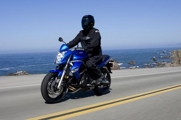 Kawasaki-ER-6N blue-ride (1600x1066)