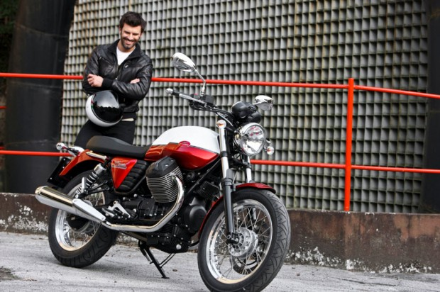 Moto Guzzi V7 Stone-V7 Special photo (960 × 639)
