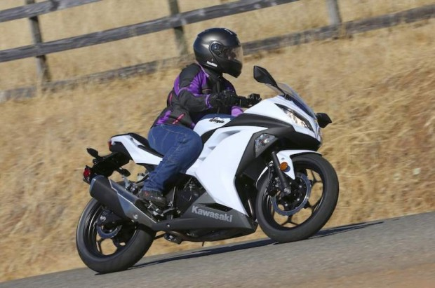 kawasaki ninja 300 riding picture (810 × 538)
