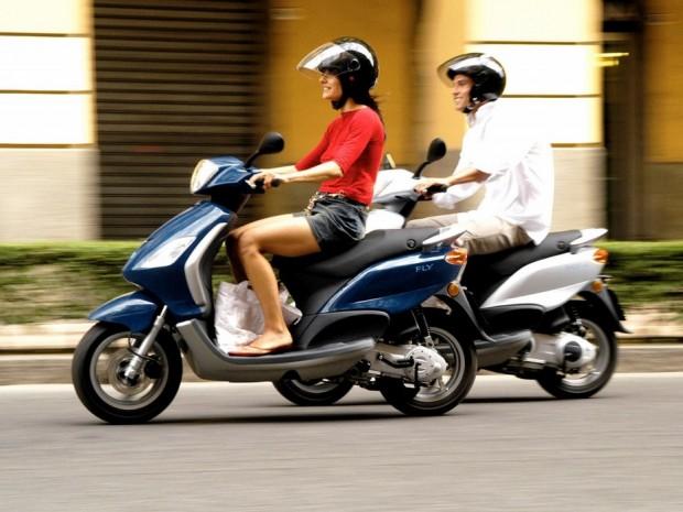 Piaggio FLY 150 brawnier scooter photo  (933 × 700)