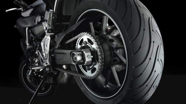 2014 Yamaha MT-07 close wheel agression