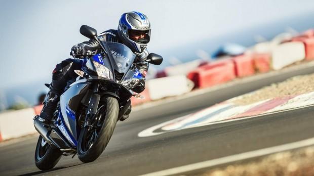 Yamaha YZF-R125 Blu Action riding wallpaper (1275 × 717)