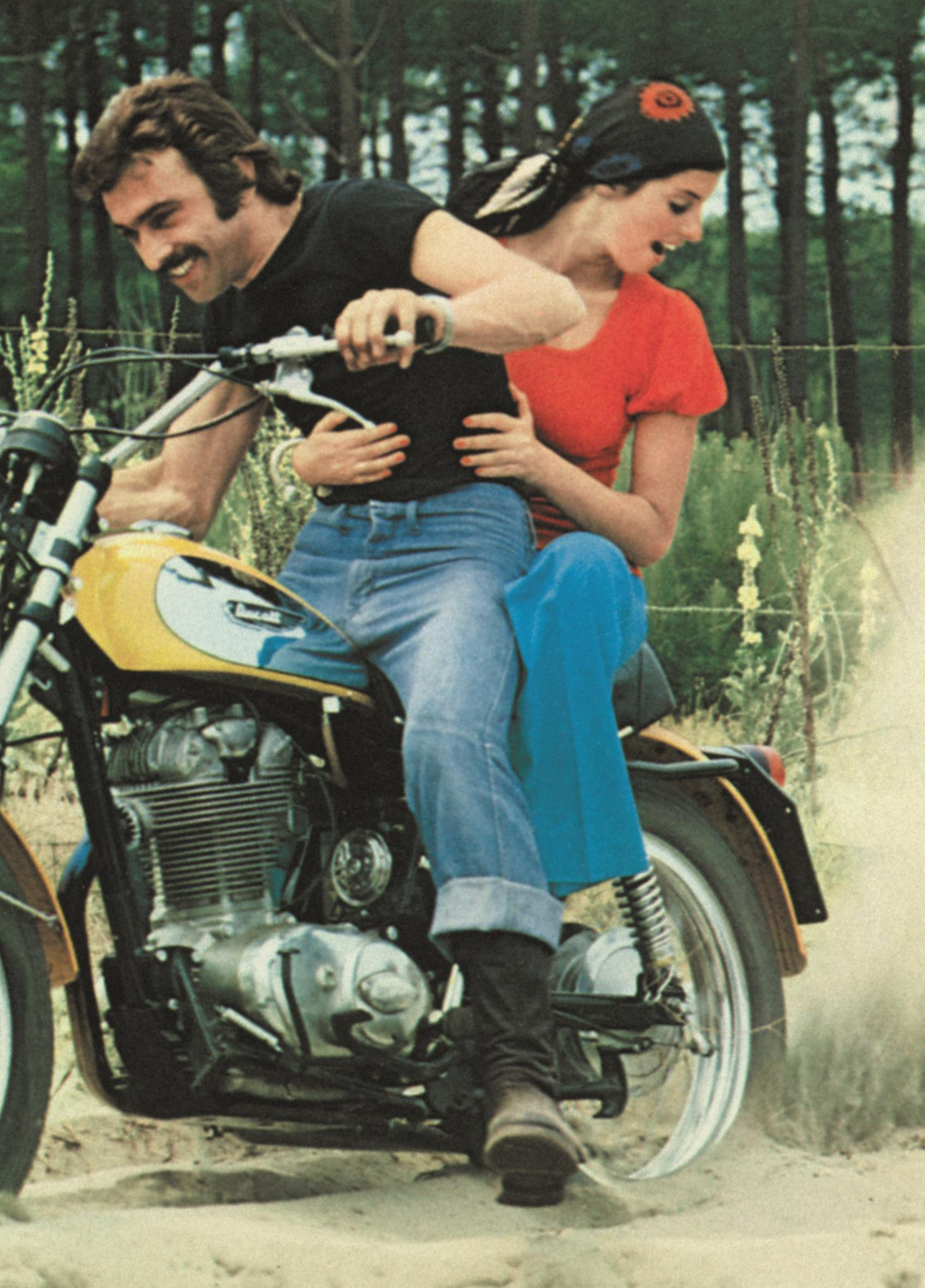 Franco y Elvira at Ducati Scrambler in 1962
