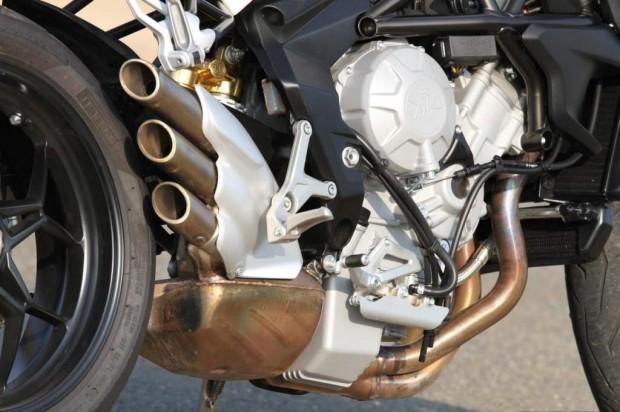 Ducati Monster 821 vs MV Agusta Brutale 800