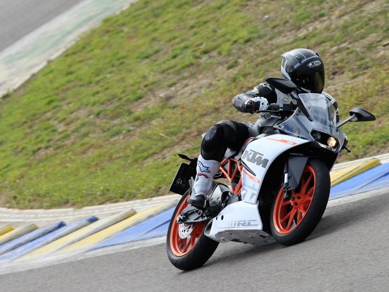 KTM RC 390 Test for Moto 3