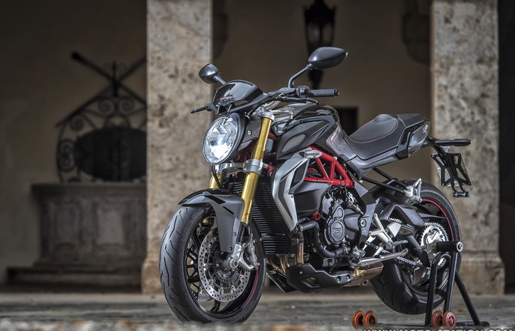 MV Agusta Brutale 800 RR Test Better than a 1000
