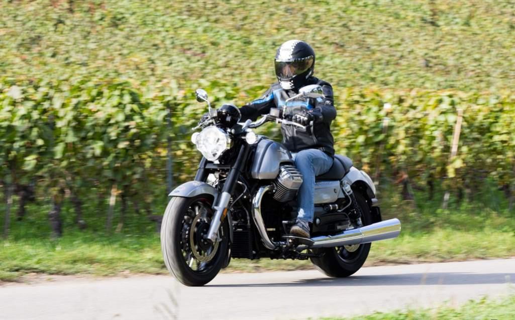 Moto Guzzi California 1400 test Custom drive