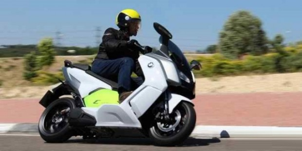 BikesandElectricScootersOutsidePlanPIMAair4