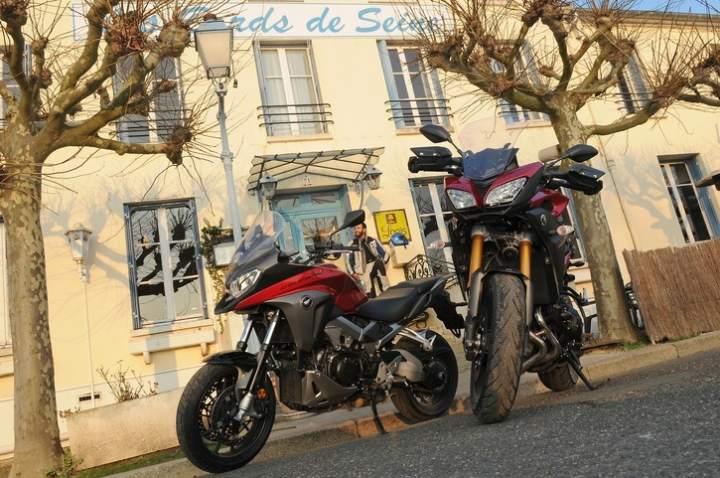 Comparison :Yamaha MT-09 Tracer vs Honda Crossrunner 2015