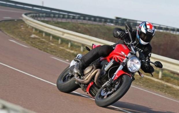 Ducati Monster vs BMW R1200R 1200 Motorcycles