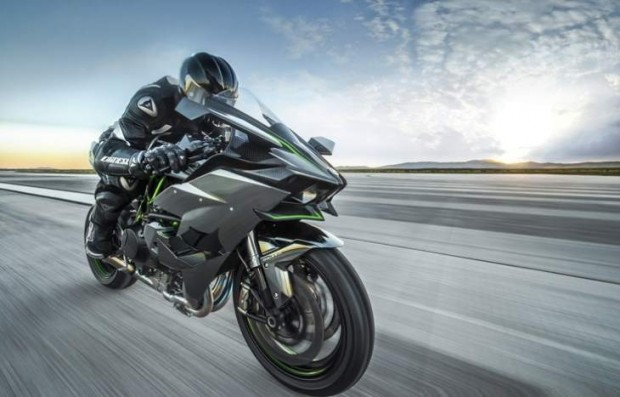 Kawasaki Ninja H2-H2R Test