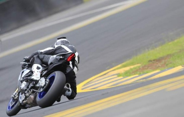 Yamaha R1 2015 Tested by Doctor Rossi
