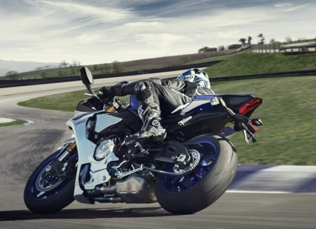Yamaha R1 2015 Test by Doctor Rossi