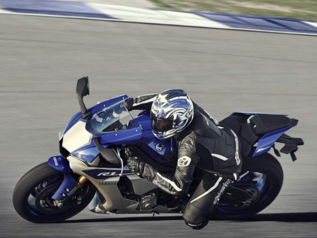 Yamaha R1 2015 Tested by Rossi
