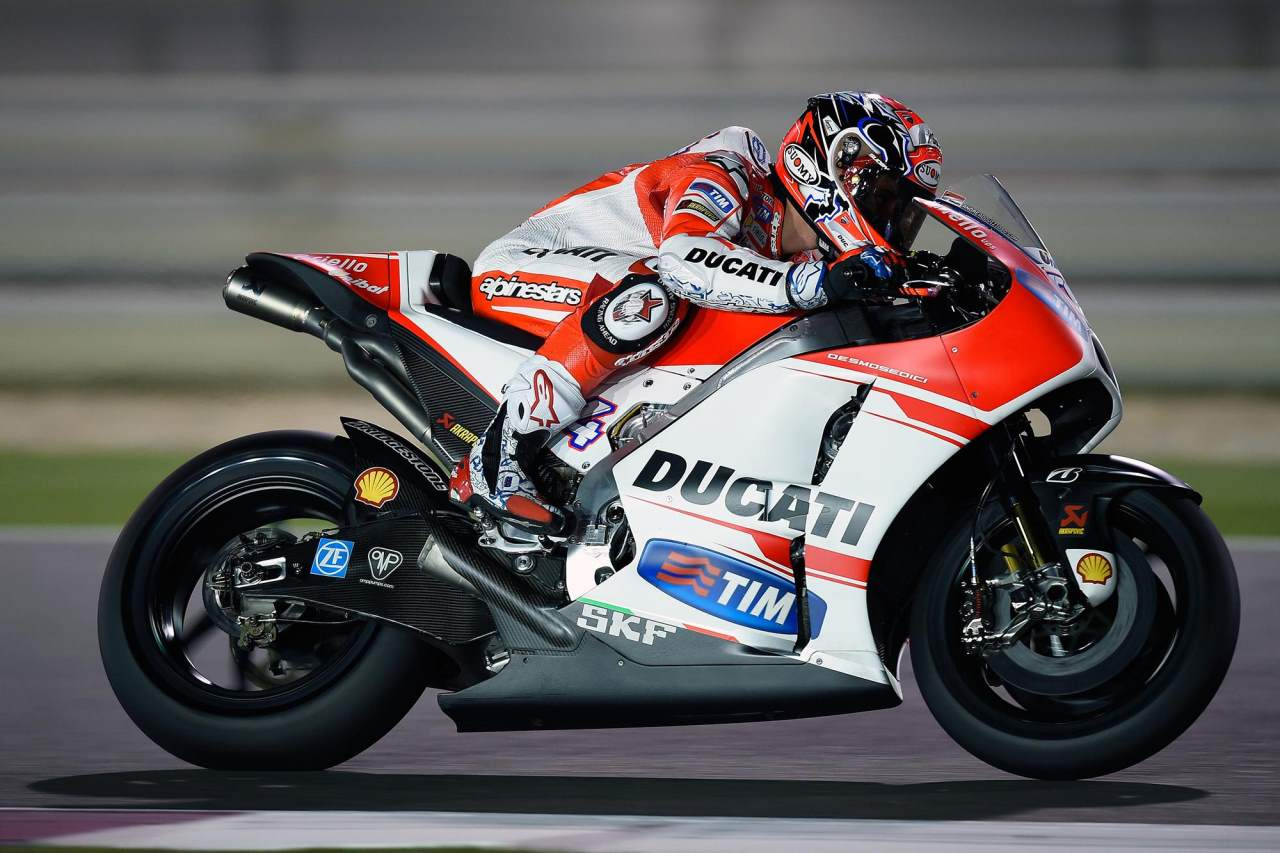 MotoGP Qatar qualifying Pole for Dovizioso 2015
