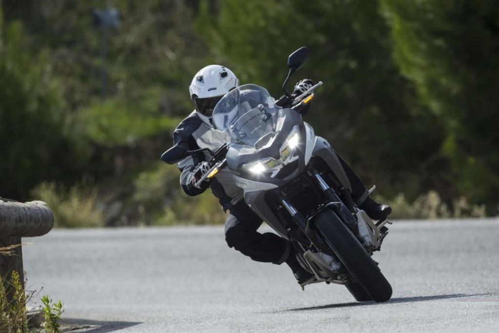 Honda Crossrunner VFR800X 2015 Test Crossrunner Moving On Right Path