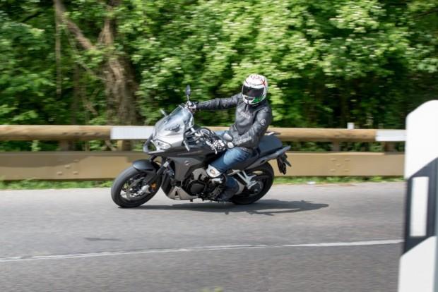 Honda Crossrunner VFR800X 2015 Test Crossrunner Moving On Right Path