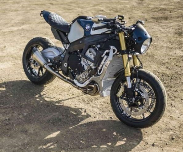Olando Bloom present BMW S 1000 R a bit special customized by Deus Ex Machina1
