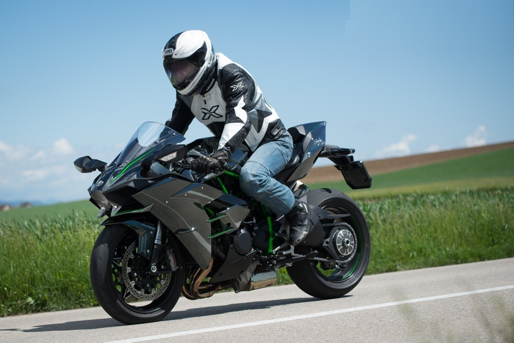Kawasaki Ninja H2 Road Monster Test