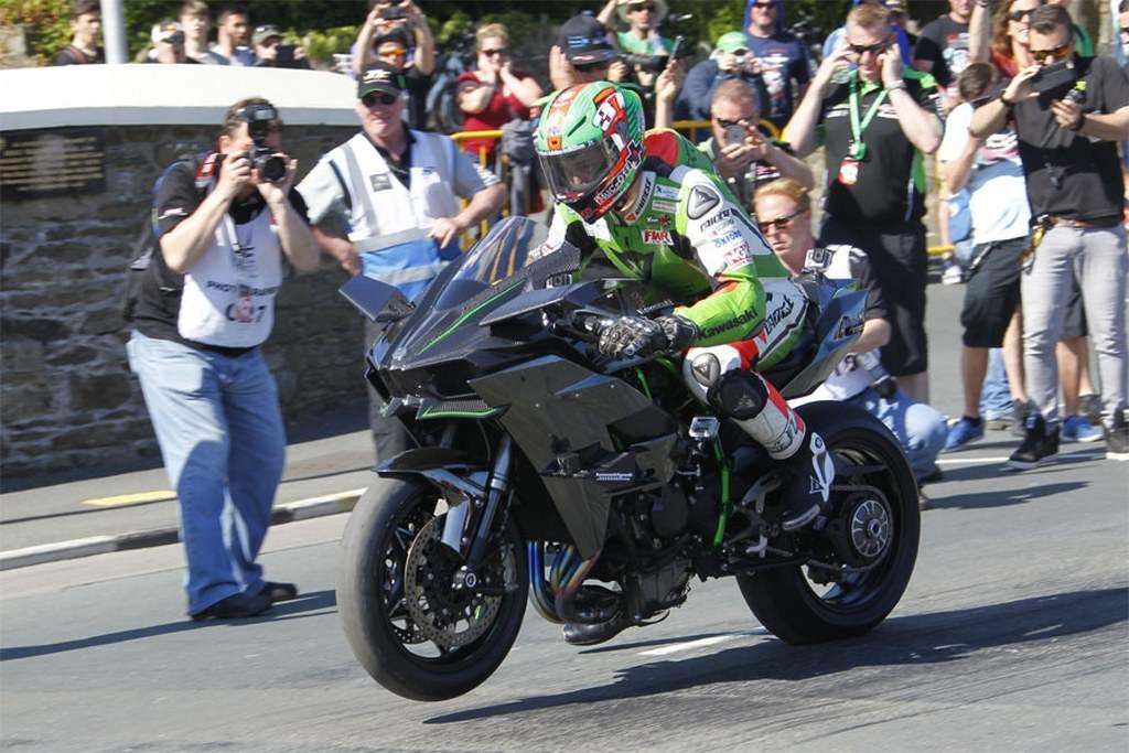 Kawasaki Ninja H2R to 331 km/h by James Hillier in Sulby