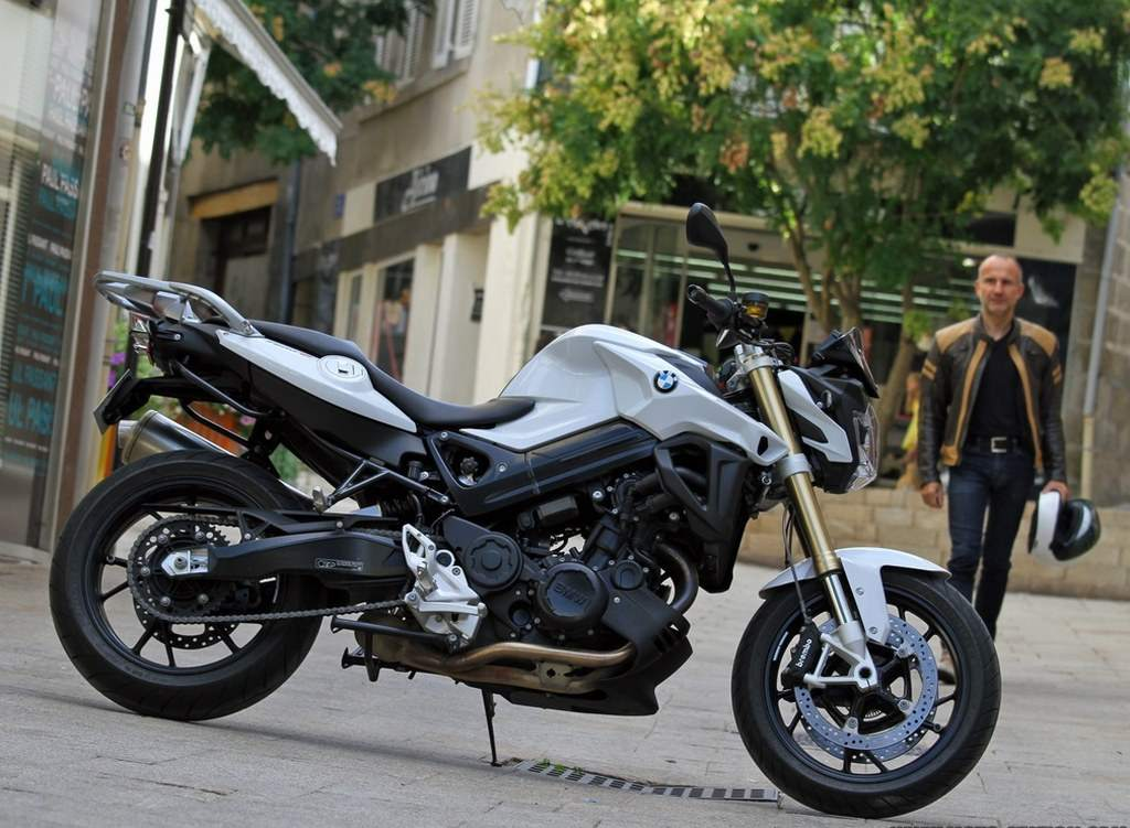 BMW F800R 2015 Test and Reviews