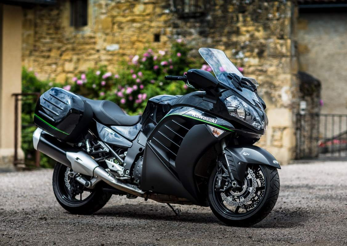 Kawasaki GTR 1400 Review 2015